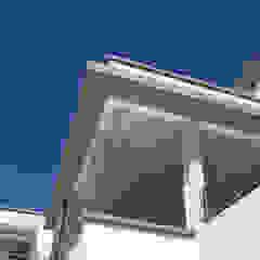 Casa en Abril Club de Campo Puertas y ventanas modernas de Estudio Machelett Moderno