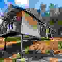 por Camacho Estudio de Arquitectura Campestre Derivados de madeira Transparente