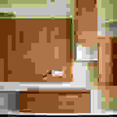 Modern living room by SSDecor Modern انجینئر لکڑی Transparent