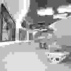 por Yurov Interiors Minimalista