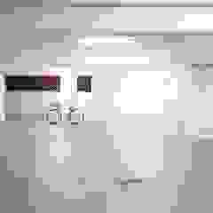 Moaradia T5 Alvalade Garagens e arrecadações modernas por EU LISBOA Moderno