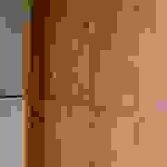 Puerta de Ingreso - Las Delicias de Gallo y Manca Moderno Madera maciza Multicolor