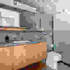 Banheiros rústicos por INÁ Arquitetura Rústico Concreto