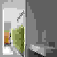 Minimalistischer Flur, Diele & Treppenhaus von Studio17-Arquitectura Minimalistisch