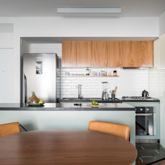 Minimalist dining room by INÁ Arquitetura Minimalist