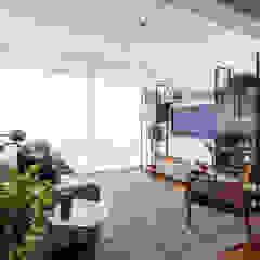 Salas de estar minimalistas por INÁ Arquitetura Minimalista