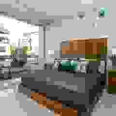 Galeria Sofia Minimalist bedroom Wood Wood effect