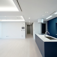Modern Corridor, Hallway and Staircase by 디자인 아버 Modern