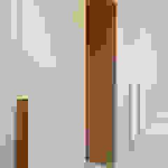 Modern dressing room by 디자인 아버 Modern