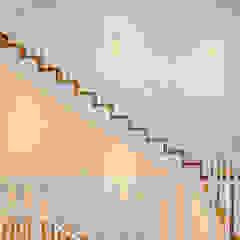 Hamptons Classic in Lisbon Corredores, halls e escadas clássicos por LojaQuerido by Ana Antunes Clássico