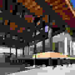 من 建築設計事務所 可児公一植美雪/KANIUE ARCHITECTS حداثي خشب رقائقي