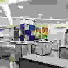 Office at Pluit Kantor & Toko Modern Oleh PT VISIO GEMILANG ABADI Modern Komposit Kayu-Plastik