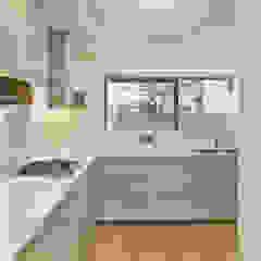 Kitchen Кухня в стиле модерн от Designcubed Модерн