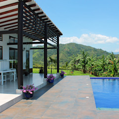 Country style pool by EVA Arquitectos SAS Country