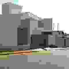 Cutting House por Lara Arquitetura Minimalista Concreto
