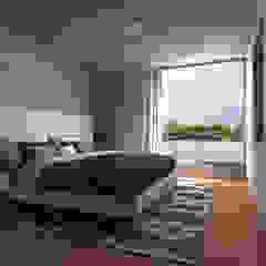 CASA EL PALMAR Dormitorios de estilo moderno de RAUM Estudio Moderno Concreto