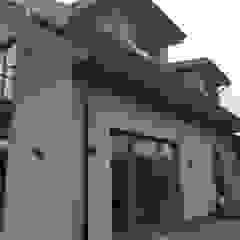 Metamorfoza budynku mieszkalnego jednorodzinnego w Rosanowie koło Łodzi od Budownictwo i Architektura Marcin Sieradzki - BIAMS Rustykalny Beton