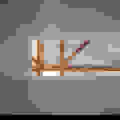 Oleh 池田雪絵大野俊治 一級建築士事務所 Eklektik Kayu Wood effect