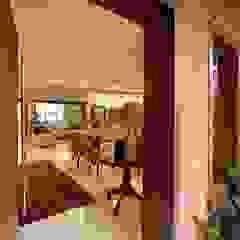 راهرو سبک روستایی، راهرو و پله ها توسط Delmondes Arquitetura e Interiores راستیک (روستایی)