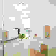 VIO 420 - Tolles Familienhaus mit eigenem Stromspeicher Moderne Badezimmer von FingerHaus GmbH - Bauunternehmen in Frankenberg (Eder) Modern