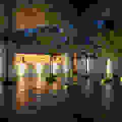 توسط HW Studio Arquitectos مینیمالیستیک الوار Multicolored