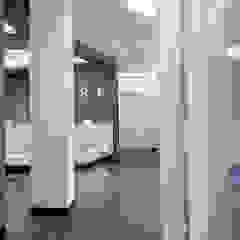 Modern clinics by zon Eichen - Handwerk und Interior Modern