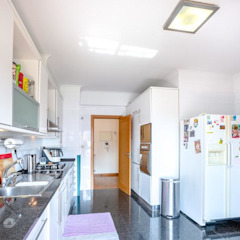 Apartamento T3 Algés - Lisboa Cozinhas clássicas por EU LISBOA Clássico