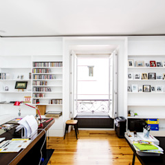 Apartamento T4 Misericordia Salas de estar mediterrânicas por EU LISBOA Mediterrânico