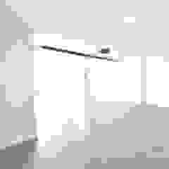 Lote 23 Garagens e arrecadações modernas por Construções e Imobiliária Navio, Lda Moderno