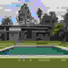 Residência ST | Reforma e Ampliação Piscinas campestres por Beatriz Zanini Castanho Arquitetura e Interiores Campestre