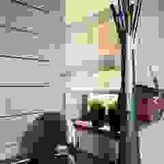 Minimalistischer Flur, Diele & Treppenhaus von Irina Yakushina Minimalistisch