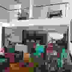 Ruang Keluarga Modern Oleh CIENTO ONCE INMOBILIARIA Modern