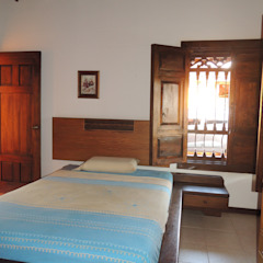 Rustikale Schlafzimmer von CIENTO ONCE INMOBILIARIA Rustikal