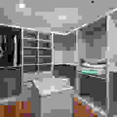 Ruang Ganti Modern Oleh 富亞室內裝修設計工程有限公司 Modern Kayu Lapis