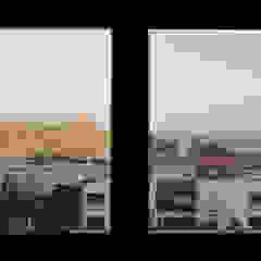 Śródziemnomorskie okna i drzwi od Estudio Naturaleza Y Urbanismo Śródziemnomorski