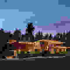 Custom Homes in Ontario Modern houses by Trevor McIvor Architect Inc Modern