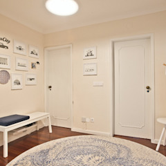 cascais   iD project Corredores, halls e escadas ecléticos por Santiago   Interior Design Studio Eclético