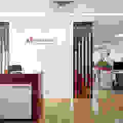 Thiết kế văn phòng Công ty TNHH Vạn Niên bởi Công ty CP nội thất Miền Bắc Hiện đại