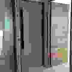 by Solución en Carpinteria Minimalist Solid Wood Multicolored