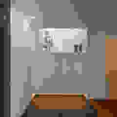 Minimalist corridor, hallway & stairs by スレッドデザインスタジオ Minimalist