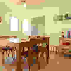Décoration d'une ferme lauragaise pour gîte saisonnier ABCD MAISON CuisineTables, chaises & bancs