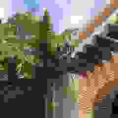 de UG ARQUITECTOS Mediterráneo Madera Acabado en madera