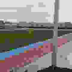 Instalación de césped artificial para campos de fútbol y áreas de deportes Salones de eventos de estilo moderno de Albergrass césped tecnológico Moderno