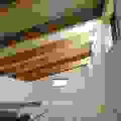 天宮の家 オリジナルデザインの ドレッシングルーム の 新田建築設計室 オリジナル 木 木目調