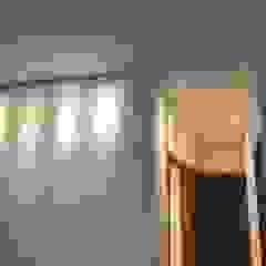 Paredes y pisos de estilo moderno de Hogares Inteligentes Moderno