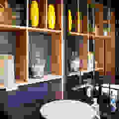 Baño Social Baños de estilo ecléctico de CHAVARRO ARQUITECTURA Ecléctico Compuestos de madera y plástico