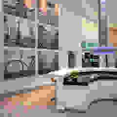 Casa Paulínia Cozinhas modernas por Designer de Interiores e Paisagista Iara Kílaris Moderno