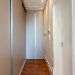 Casa Paulínia Closets por Designer de Interiores e Paisagista Iara Kílaris Moderno