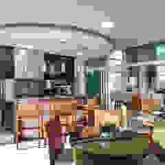 Casa Paulínia Garagens e edículas modernas por Designer de Interiores e Paisagista Iara Kílaris Moderno