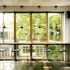 Puertas y ventanas industriales de 直方設計有限公司 Industrial